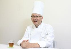 辻口博啓氏。仕事に関しては厳しいが、ふだんは気さくでチャーミング。その人柄もスタッフの心を惹きつけている大きなポイント