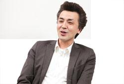 岩崎さんは入社後2年間、「皇朝レストラン」で支配人として勤務。「一人ずつとじっくり話をすることで信頼関係を築いていきました」と当時を振り返る岩崎さん。