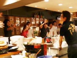 朝礼が始まると、店内は一気に元気、パワー、笑顔、熱気が充満し、ハイテンションの状態で開店を迎える。