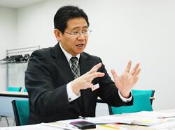 ヤオコーに入社して23年となる滝口敦士氏。バイヤー、店長などを務めた後、採用育成部門を担当。