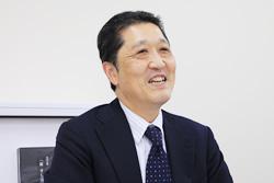 「ちよだ鮨」の店長・地区長・営業部長を経て、現在は人材開発部長として教育研修の責任者を務める。