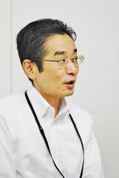「長崎ちゃんぽん リンガーハット」の店長や営業職などを経て、現在は総務人事グループ人事チームの課長を務める杉本貴一氏。