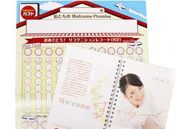 スタッフ教育で活用する「オリエンテーションブック」(右下)と「リコグニションレコード」